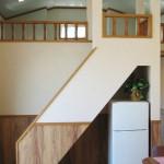 階段下には冷蔵庫スペース